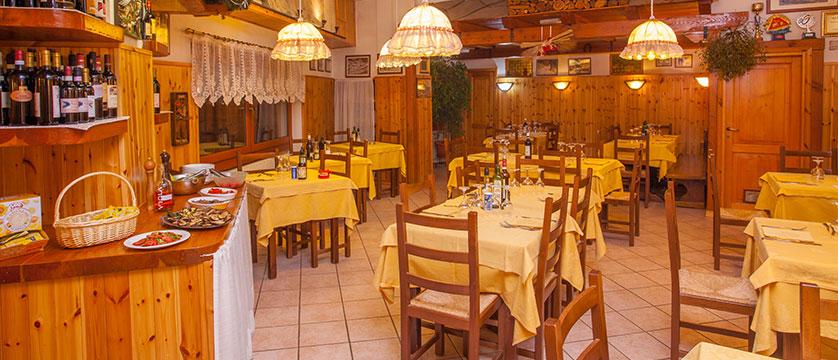 Italy_Cervinia_Hotel-Serenella_dining room.jpg